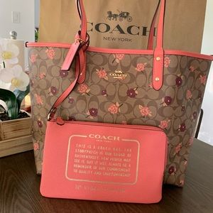 Coach Reversible City Tote In Sig F45348